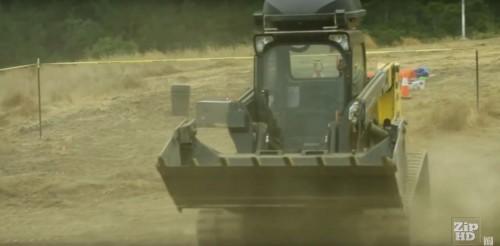土地を自動造成する「自動トラックローダー(Automatic Track Loader)」」(画像をクリックすると、動画が再生されます)