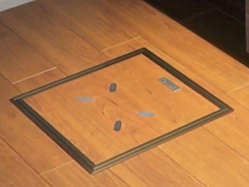 「ステルスヘルスメーター」の外観。計測用の電極などがついている(以下の写真:凸版印刷)