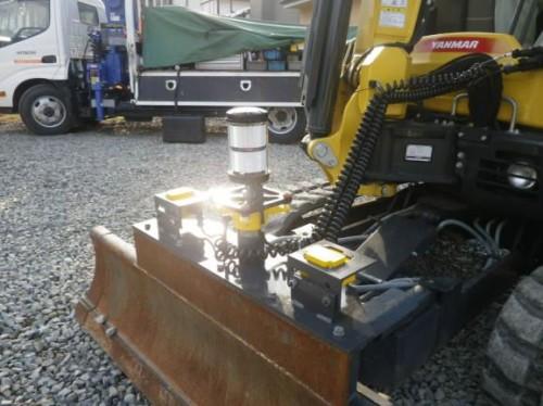 排土板に取り付けられた3Dマシンガイダンス用の機器