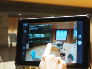画面内の位置や大きさの調整も簡単。黒板を透明にすることもできる