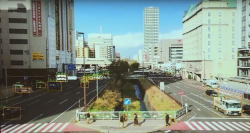 札幌市内を走るクルマの車種や速度を画像からリアルタイムに判別した例。人の速度も認識する