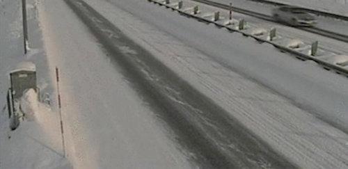 積雪、シャーベット、圧雪などの部分が混在する積雪状況(以下の写真、資料:ウェザーニューズ)