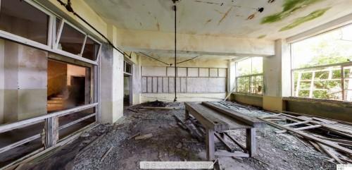 端島小中学校の教室内を見たパノラマ写真