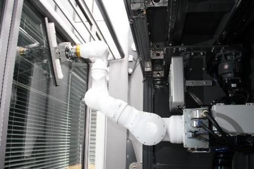 多関節アームを搭載した「多目的壁面作業ロボット」