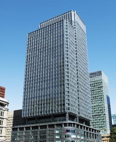 作業ロボによる外窓清掃の実証実験が行われる新丸の内ビル(以下の写真:三菱地所)