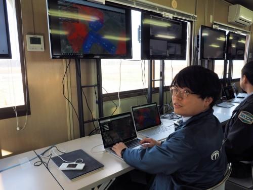 NEDOの運航管理システムのAPIを利用し、自社の運航管理システムと連携させて不審者を追跡したテラドローン関係者