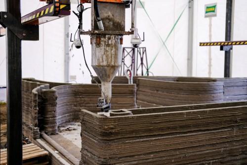 直径12mmまでの粗骨材を使って造形できるノズル部