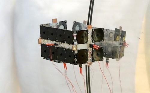 前進や方向変換などを行う「超音波振動モジュール」。空気ポンプとして動作する