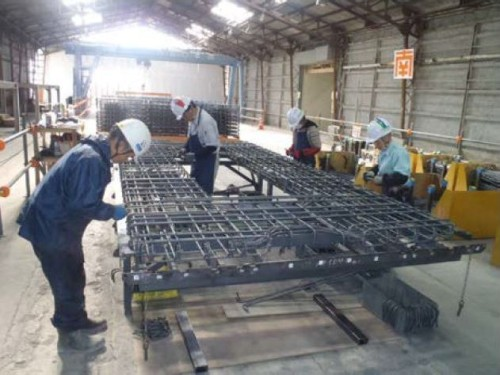 現在は約20人の作業員によって手作業での製造が行われている