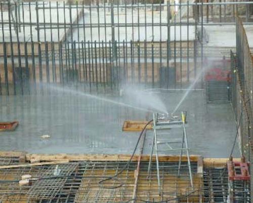 自動散水養生システム