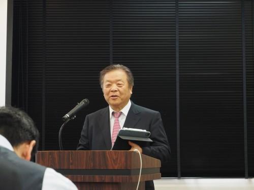 「eYACHO for Business 5」の新製品発表会であいさつするMetaMoJi代表取締役社長の浮川和宣氏(以下の写真:家入龍太)