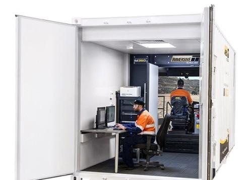 地下鉱山用のシミュレーター「IM360-B」。360°ディスプレーを備えている