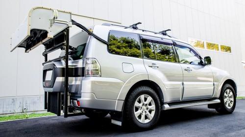 路面性状モニタリングシステムを搭載した一般車両(写真:リコー)