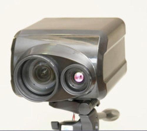 ISO100万を誇る超高感度ズームと赤外線撮影ができるD-eyes製の「WCAM001」型カメラ