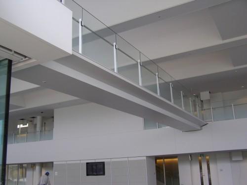 大林組技術研究所内にかかるスリムクリートで造ったスリムな橋(写真:大林組)