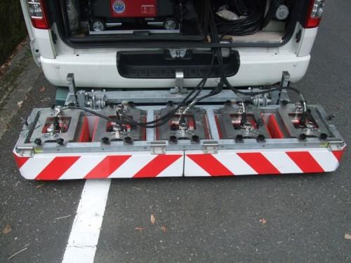 車両後部の地中レーダー装置。400MHzのアンテナが付いている