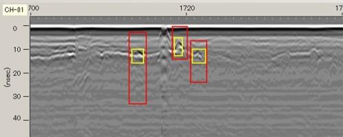 地中レーダー映像をAIで分析し、路面下の空洞などを自動抽出したイメージ