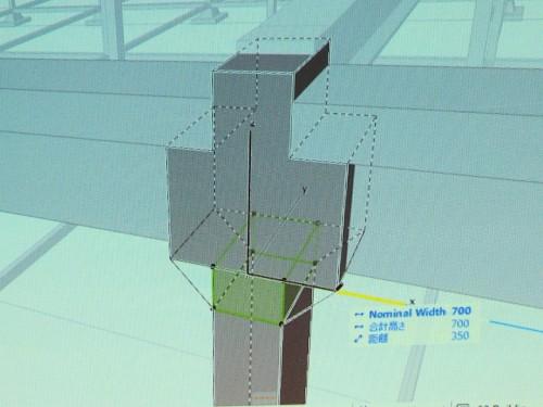 柱を区間ごとに分けて断面を変えているところ