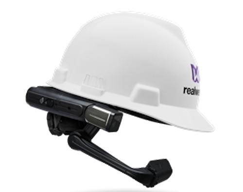 通信デバイスとして使われる産業用スマートグラス「HMT-1」(写真:日本システムウェア)