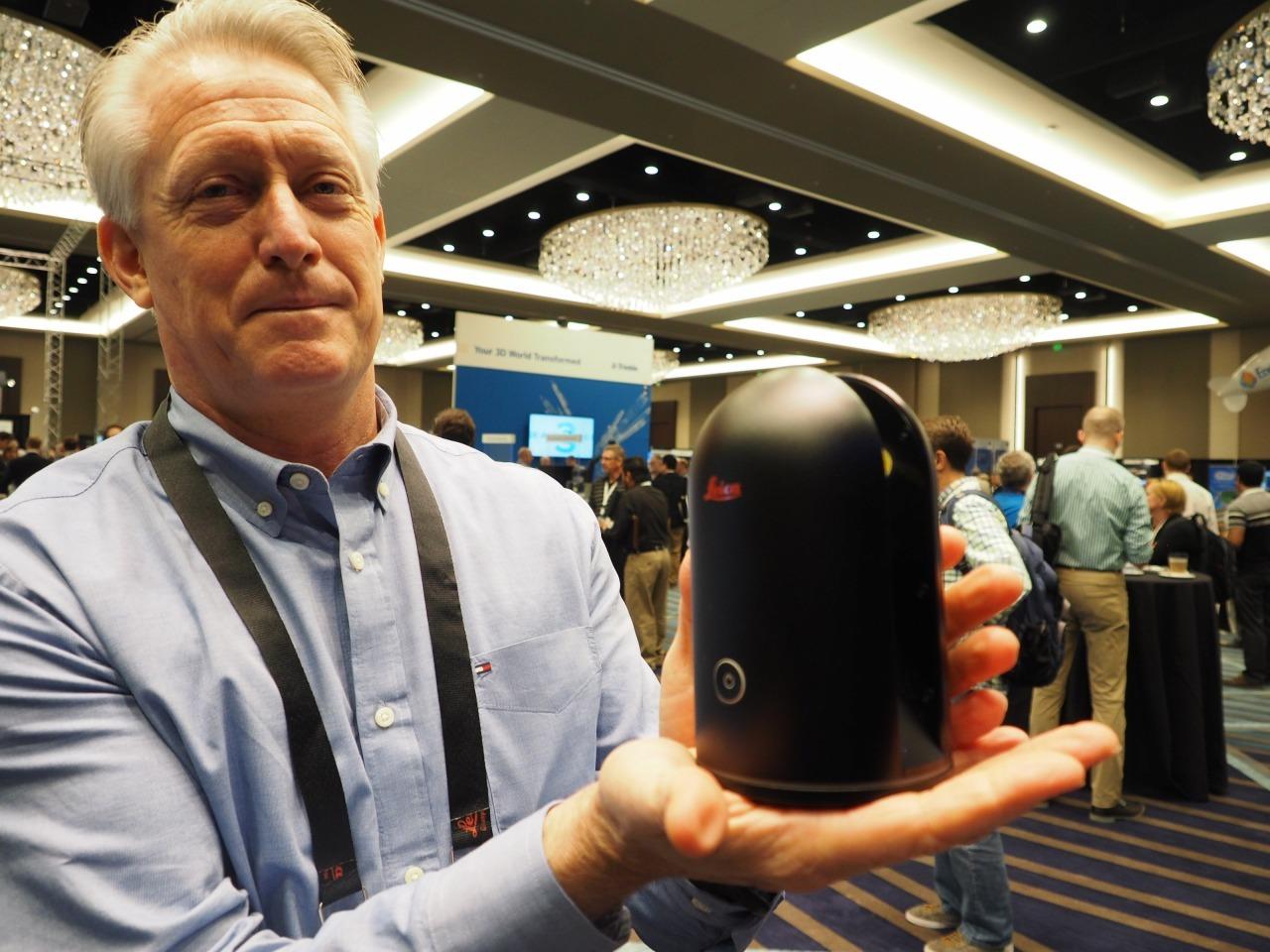 使用する3Dスキャナーは重さ1kgのライカ「BLK360」など(写真:家入龍太)