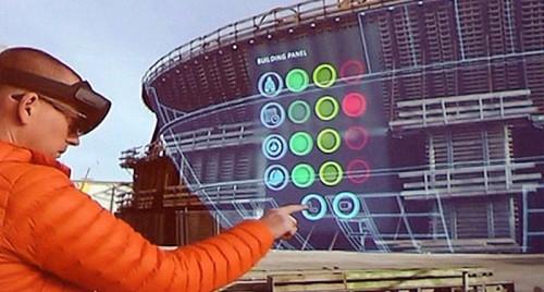 リアルな現場と仮想のBIMモデルを重ねて見られる「Microsoft HoloLens」(資料:Courtesy of Bentley Systems)