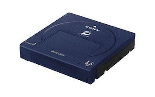 1個で5.5TBものデータを保存できる大容量のオプティカルディスク・アーカイブカートリッジ「ODC5500R(追記型)」(以下の写真:ソニー)