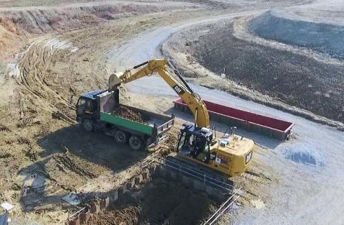 バックホーによる掘削・積み込み作業の自動化(写真:キャタピラージャパン)