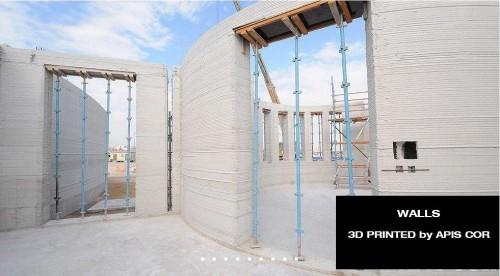 開口部の施工では、足場材を使って支えとなる型枠を設置した