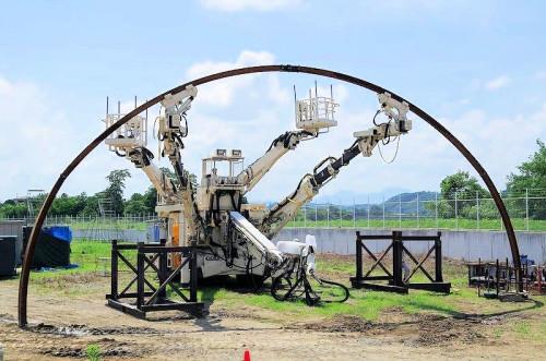 鋼製支保工建込みロボットの全景(以下の写真、資料:前田建設工業)