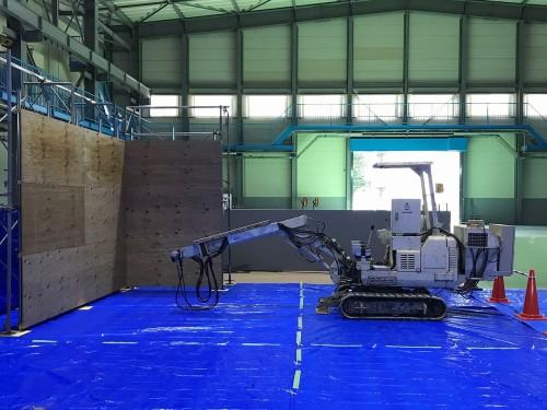 小断面トンネル用の自動吹き付け機システム(以下の写真、資料:熊谷組)