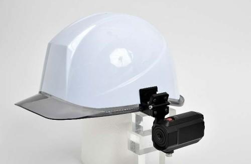 既存の製品に満足できず、自前で開発したウエアラブルカメラ(写真:田辺工業、NTT東日本)