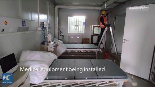 1月31日。医療機器が建物内に設置される