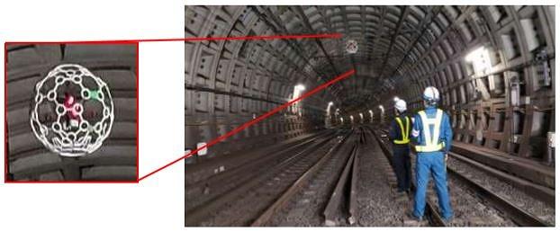 トンネル内を飛行するドローン。東京メトロの社員が自ら操縦している