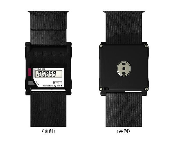 ウエアラブルセンサーの液晶画面(左)と裏面のセンサー(右)