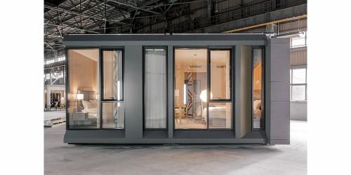 ホテルの客室。意匠、構造、設備を含めて丸ごと工場で製作された(Design and photo credit: Danny Forster & Architecture)