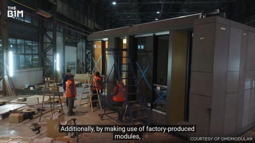 工場でのモジュール製作作業