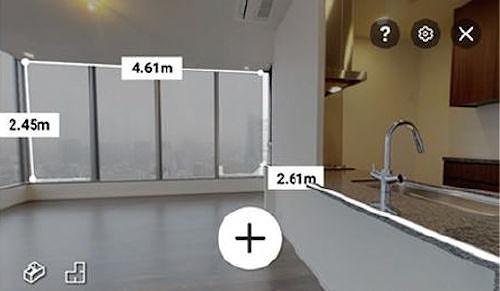 計測機能で窓の寸法を測っているところ