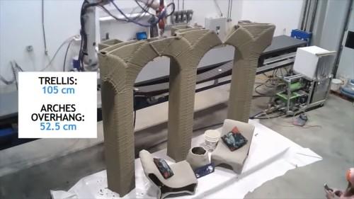 橋を造形する3Dプリンター