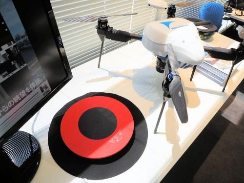 GNSS受信機を内蔵したドローン用の対空標識「エアロボマーカー」(写真:家入龍太)
