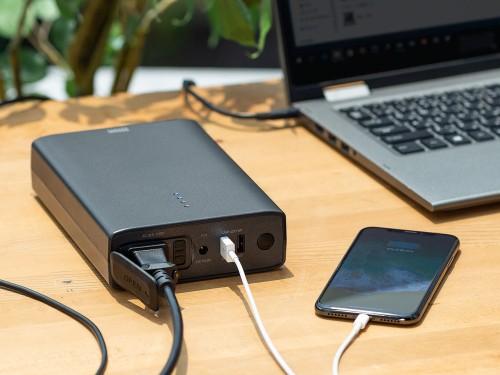 AC100Vがどこでも使えるモバイルバッテリー「700-BLT040」の使用イメージ(以下の資料:サンワサプライ)