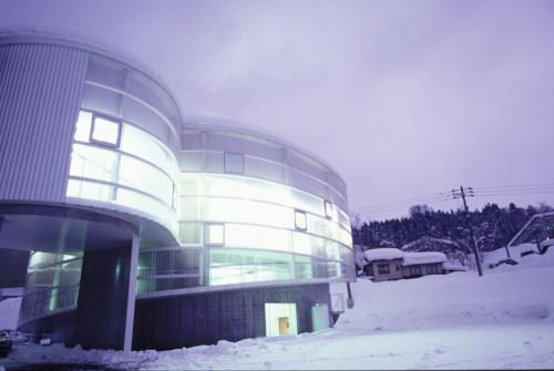 雪のまちみらい館の外観。地下に雪室を備えている©︎渡辺常二郎