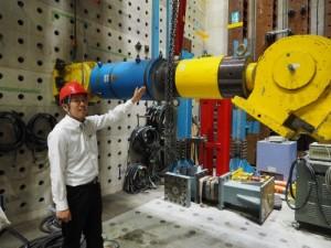 コンクリート構造物の破壊実験に使用するジャッキ