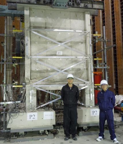 京都大学大学院建築学専攻の校舎の地下で行われたピロティ構造のコンクリート構造物の破壊実験