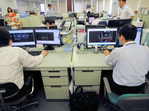 エイテックの本社オフィス。約20人の技術者がジェイドラフ社の2次元CAD「JDraf」を活用し、道路や河川などの構造物設計を行っている