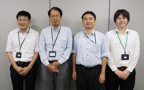 JDrafを活用するエイテックの技術者たち。左から角祐樹氏、石川清氏、富樫一秀氏、前田政俊氏