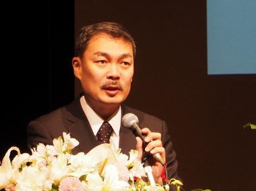 特別講演を行う藤井聡京都大学教授