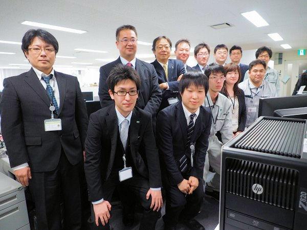 最新鋭のワークステーションと経験豊富な先輩に囲まれて、岩崎の新入社員は半年間でCIMモデル作成業務を担えるまでに成長する