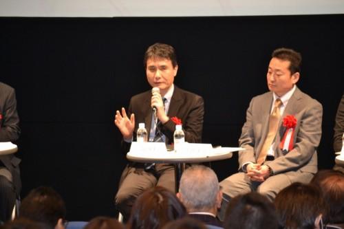 DWG互換CADの導入について語る大林組の一居康夫氏(左)