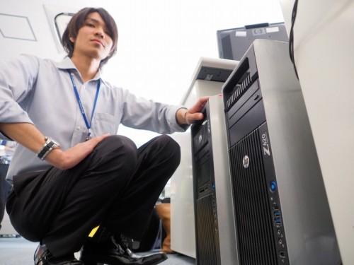 すべてのマシンを日本HP製にそろえておくと、メンテナンスもしやすくなる。沖縄オフィスにある「Z820」(奥)と「Z620」(手前)