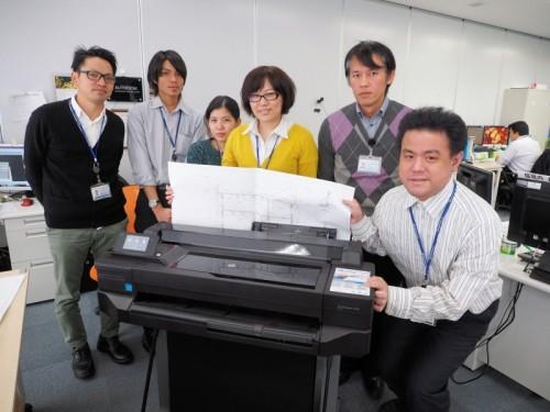 沖縄オフィスのT520とスタッフ